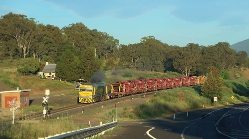After a 4-day works program along the line, GL112 brings track maintenance train #5M52 through Blandford, NSW
