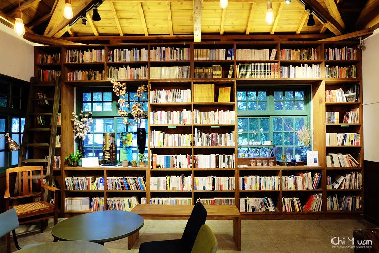 [台北]松山文創園區。閱樂書店,老房子的綠窗書牆