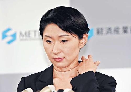 加上此次的岛尻安伊子,丸川珠代和高木毅,安倍第二次执政后有16名阁僚