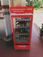 Hayo nikmati kesegarannya #coke #cocacola #drink
