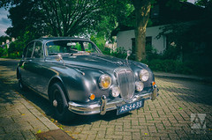 executive car(0.0), performance car(0.0), sedan(0.0), convertible(0.0), automobile(1.0), daimler 250(1.0), jaguar mark 2(1.0), vehicle(1.0), automotive design(1.0), jaguar mark 1(1.0), antique car(1.0), vintage car(1.0), land vehicle(1.0), luxury vehicle(1.0), sports car(1.0), jaguar s-type(1.0),