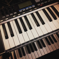 computer component(0.0), celesta(0.0), nord electro(0.0), yamaha sy77(0.0), analog synthesizer(0.0), player piano(0.0), string instrument(0.0), synthesizer(1.0), electronic device(1.0), piano(1.0), musical keyboard(1.0), keyboard(1.0), electronic musical instrument(1.0), electronic keyboard(1.0), music workstation(1.0), electric piano(1.0), digital piano(1.0), organ(1.0), electronic instrument(1.0),