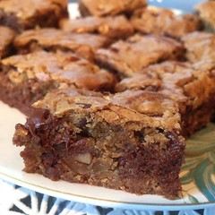 Brown butter blondies with pecans and chocolate chips #nomnom #igersmaine #maine #foodstagram afternoon treats!