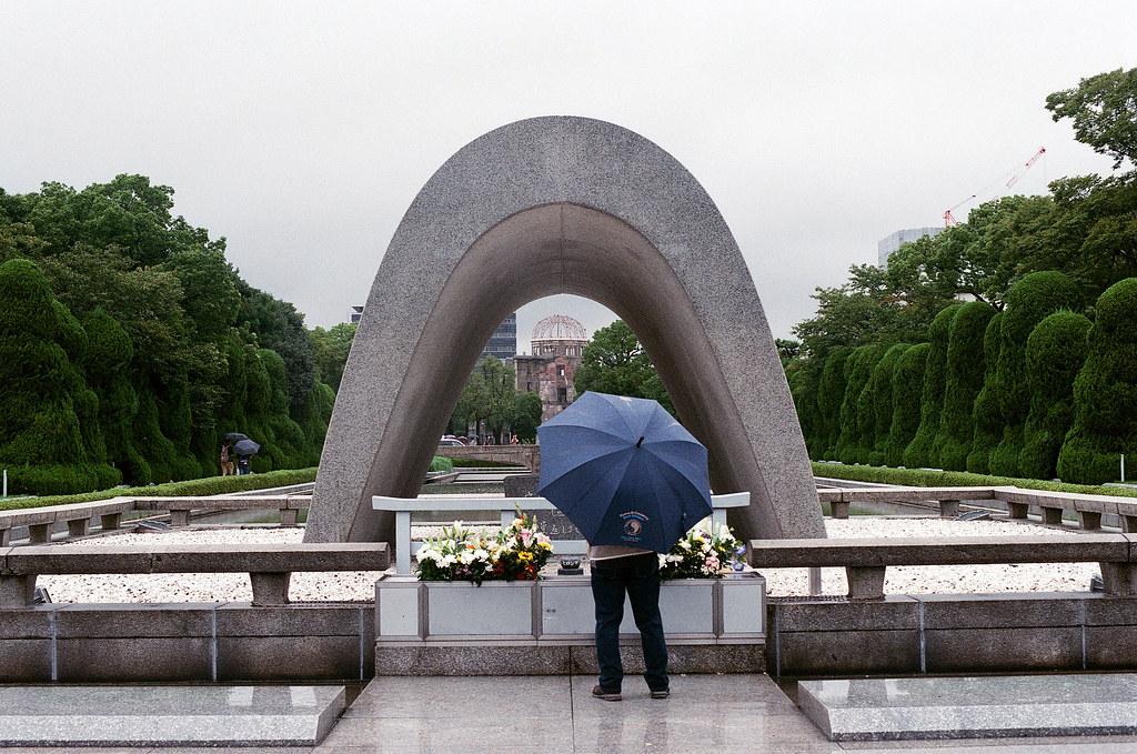 廣島和平紀念公園 広島 Hiroshima 2015/09/01 感覺要下雨逛紀念公園才有一種淡淡的哀傷感 ...  Nikon FM2 / 50mm AGFA VISTAPlus ISO400 Photo by Toomore
