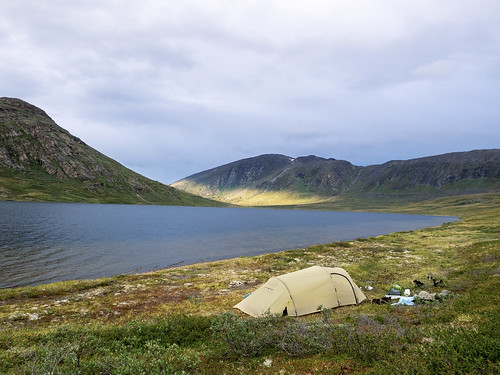 camping sea camp water circle see wasser tent arctic berge trail greenland environment zuiko act zelt kamera omd gl umwelt em1 grönland gewässer 1240mm arcticcircletrail qeqqatakommunia