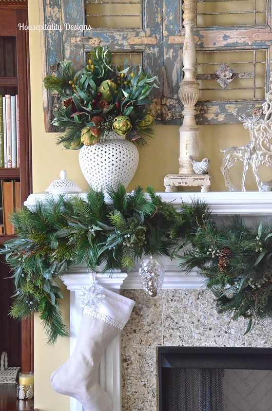 2015 Christmas Great Room Mantel - Housepitality Designs