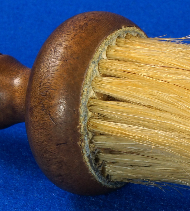 RD6913 Antique Barbers Brush Wood Handle DSC08586