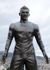 499-20160317_Funchal-Madeira-Avenida Sa Carneiro (beside Funchal Harbour)-statue of Cristiano Ronaldo-detail