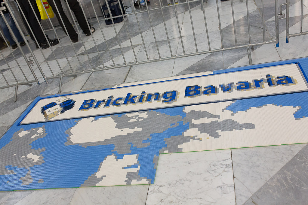 [LUG Exhibition]:Bricking Bavaria (Μόναχο 1-11-2013) pic heavy 21481513742_83d40b27ea_b