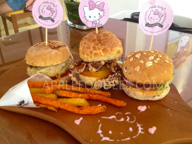 hello-kitty-cafe-3-burgers