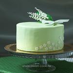 Торт покрытый зеленой мастикой
