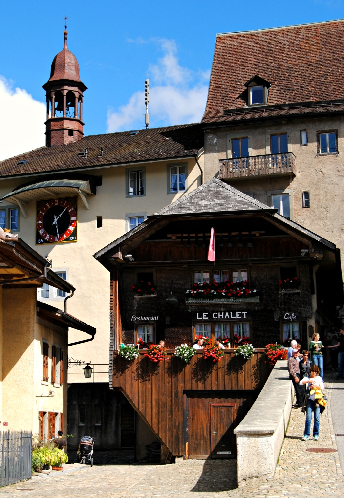 Gruyere Villa_ Switzerland (07)