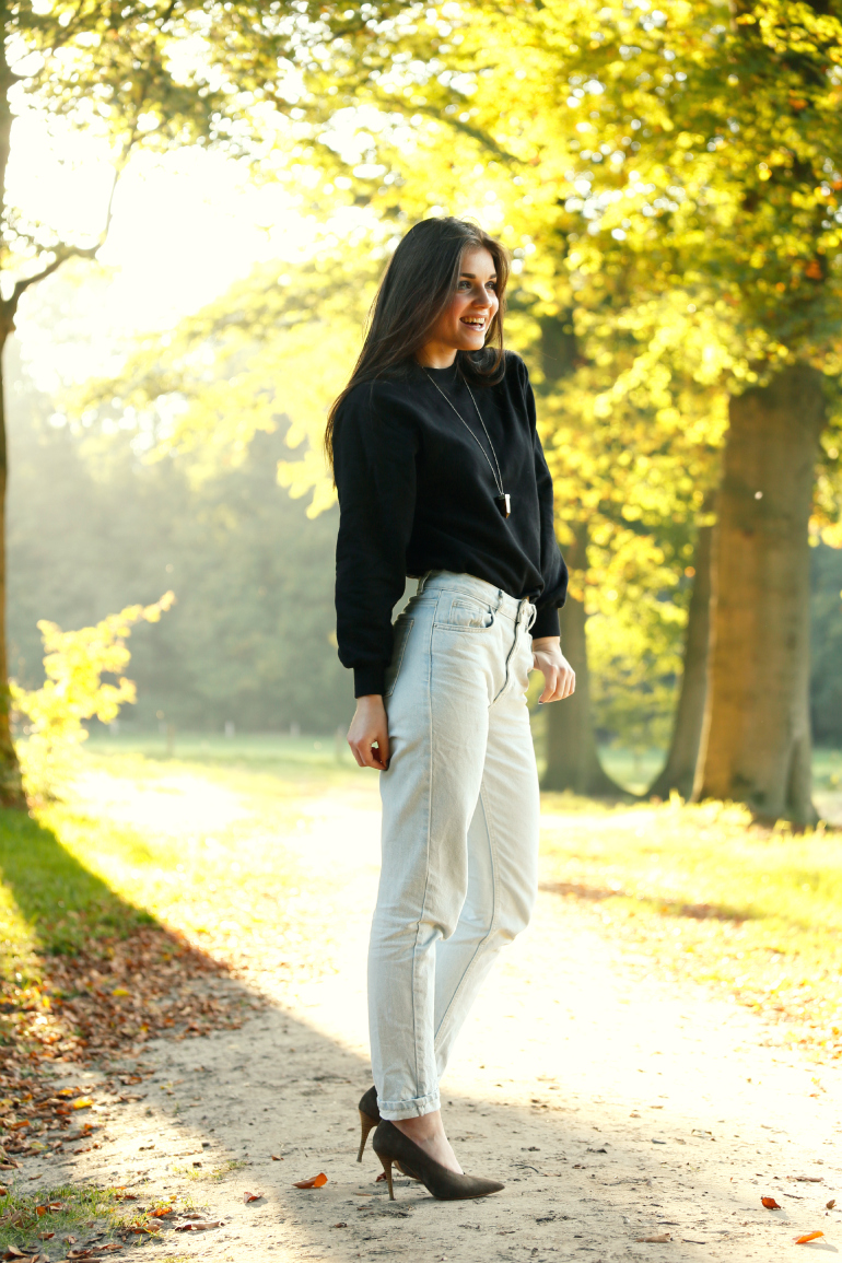 outfit recap, outfit recap oktober, herfstoutfits, all stars, suède pumps, fashion is a party, bomberjack, skinny jeans, mom jeans, midi rok, nike air force 1, vanharen, herfstkleuren, h&m trend, zwart/wit, sarenza