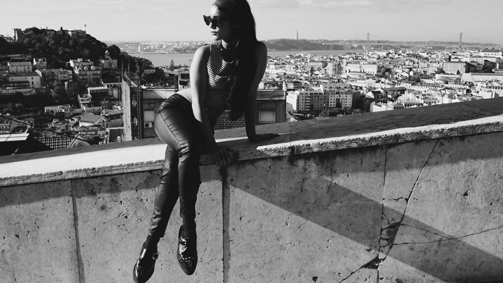 Ванесса Хадженс — Фотосессия для «Find Your California» 2015 – 72
