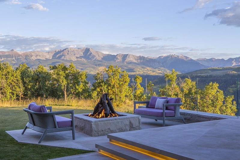 Вид на горы Колорадо у костра