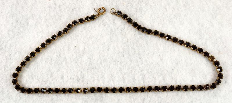 RD7042 Vintage Garnet Necklace Damaged Clasp Missing Stone DSC07936