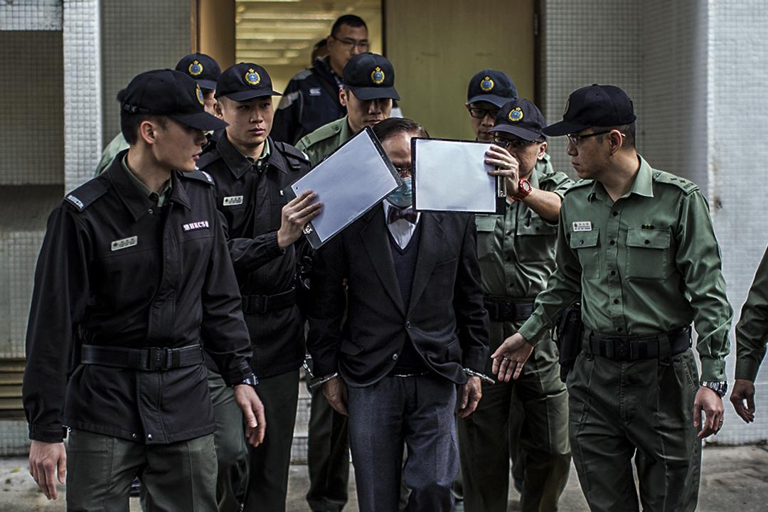 2月22日早上,曾蔭權由九名懲教人員押解,由伊利沙伯醫院送往高等法院。