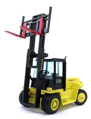 light commercial vehicle(0.0), vehicle(1.0), construction equipment(1.0), forklift truck(1.0),