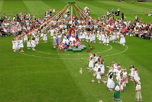Bournville Maypole: The Stage is Set
