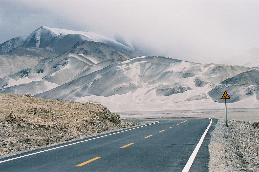 Driving the Karakoram highway - Nicolas Monnot