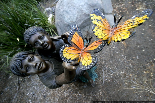 butterfly sculpture in jack's front garden    MG 8157