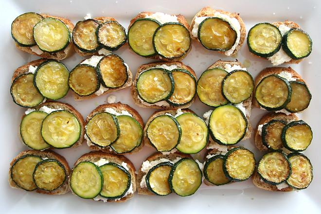 zucchini ricotta crostini 7