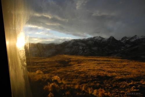 perú autobus fenêtre coucherdesoleil montagnes