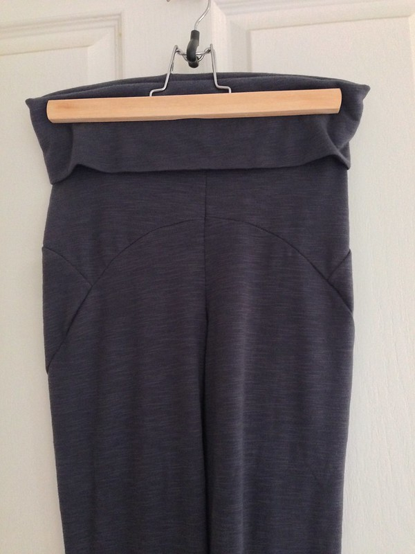 Fehr Trade's Steeplechase leggings in grey knit, with maternity (yoga) waistband.