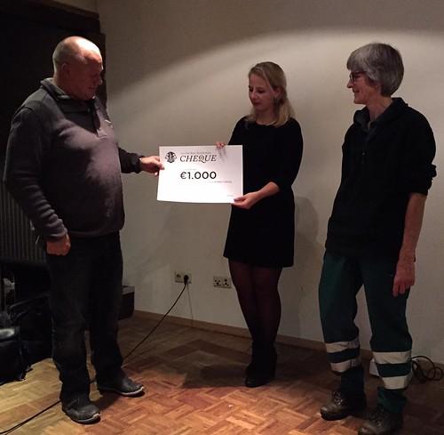 Leo Club Weert Uitreiking cheque Dierenambulance