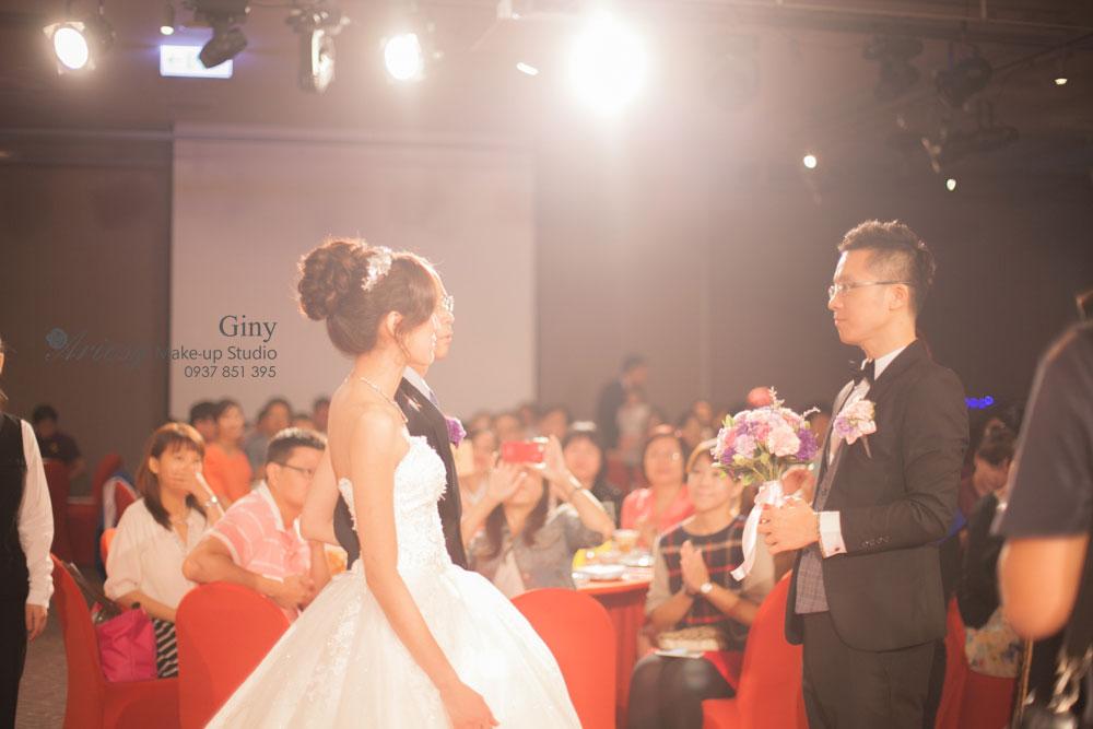 Giny,台北新娘秘書,Ariesy造型團隊,寒舍樂樂軒,南港展覽館,妝感自然清透,推薦婚宴造型,蓬鬆盤髮,鮮花造型,手工飾品