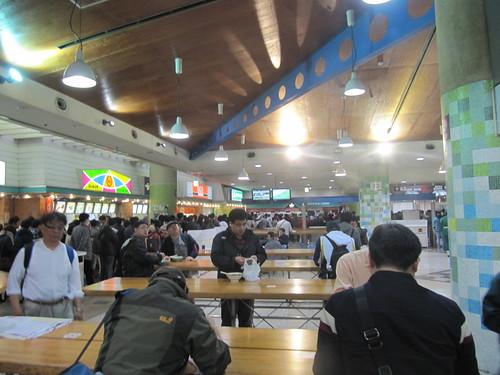 中山競馬場の立食テーブル