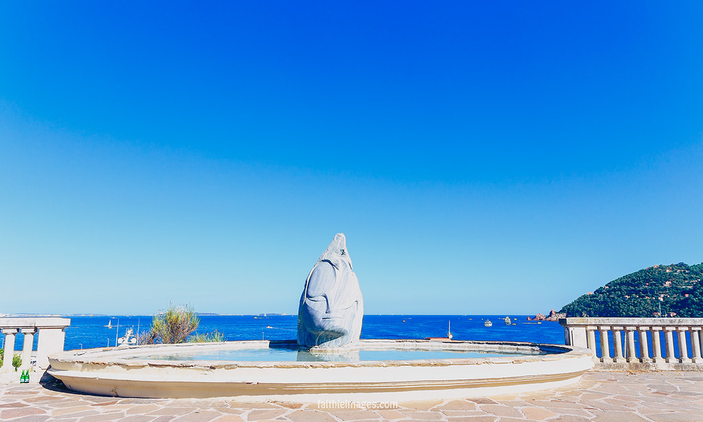 Sculpture in front of the sea