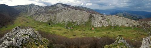 02927-092_pano.jpg Aizkorri: valle Degurixa desde Maruatx