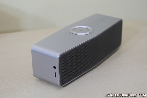 unboxing LG Music Flow speakers
