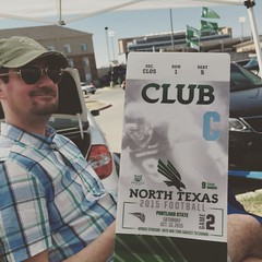 Supporting the #meangreen today with @k_t_p  and @FiachraM #UNTproud