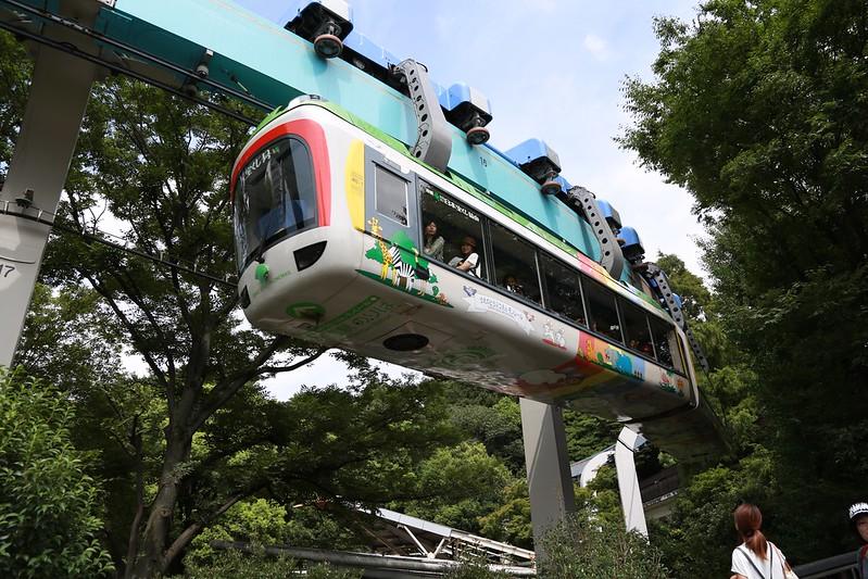 走在空中的遊園列車