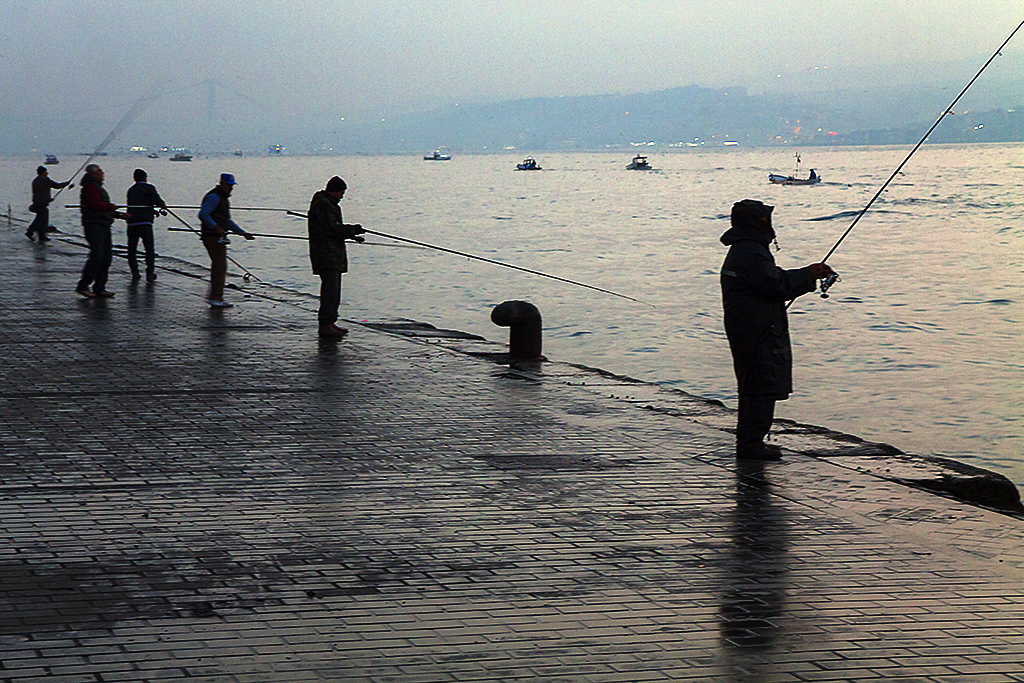 People fishing at 7-04AM--Istanbul