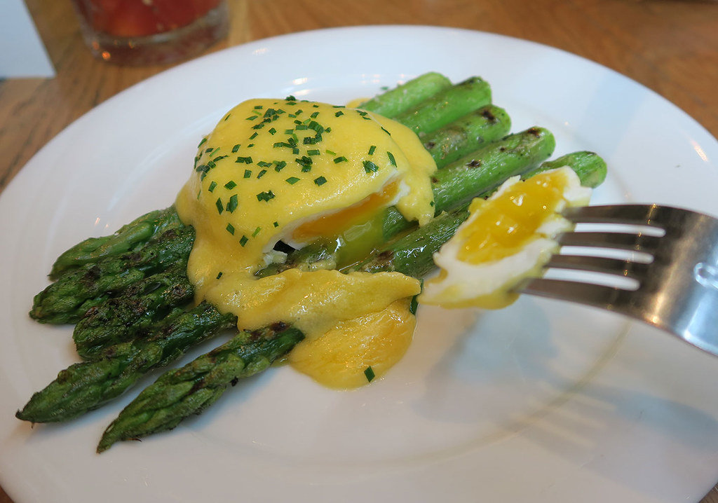 the-happenstance-poached-eggs-with-asparagus-and-hollandaise-sauce-for-starters