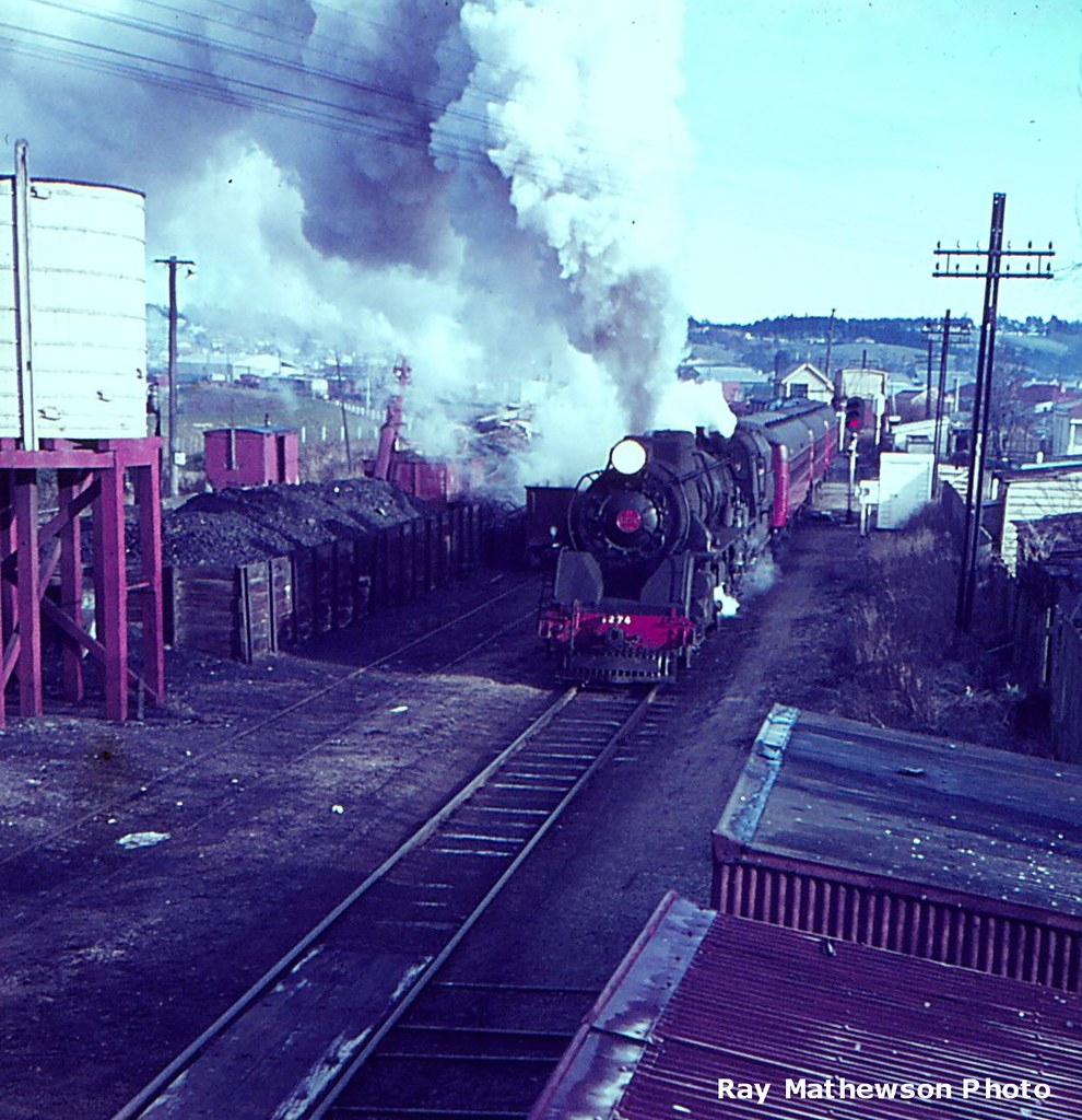 South Island Ltd departing Balclutha late 1960s