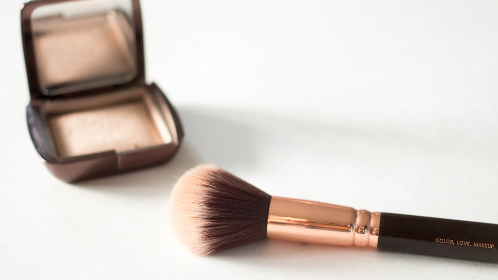 Makeup Brushes Starter Kit | A Hint of Rose | In this post, I show you my five essential makeup brushes.