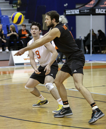 WolfPack Men's Volleyball Sweeps Thunderbirds at UBC