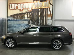 Volkswagen Passat Variant GTE carwrap in 3M 1080 Gloss Charcoal