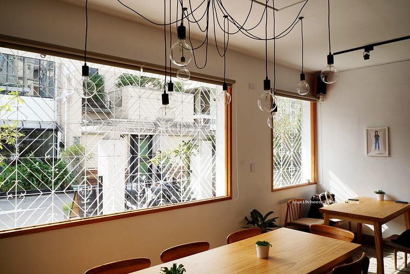 23202208694 8c88f329d5 c - 【台中西區】小野食堂 - 精誠街老屋改造明亮舒適好拍空間.自家製唐揚炸雞定食和牛肉咖哩不錯.P+HOUSE對面