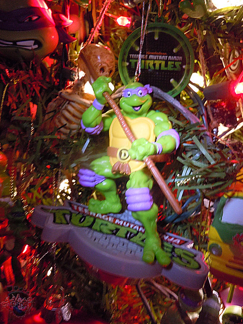 "AMERICAN GREETINGS, Heirloom Ornament Collection :: TEENAGE MUTANT NINJA TURTLES - ""DONATELLO"" MUSICAL Ornament x (( 2015 ))"