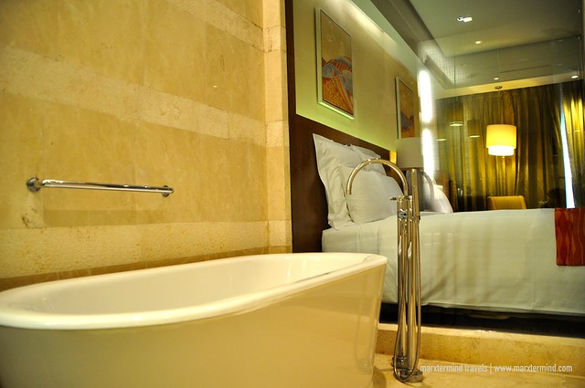 Bathtub at Deluxe Room at Manila Marriott Hotel