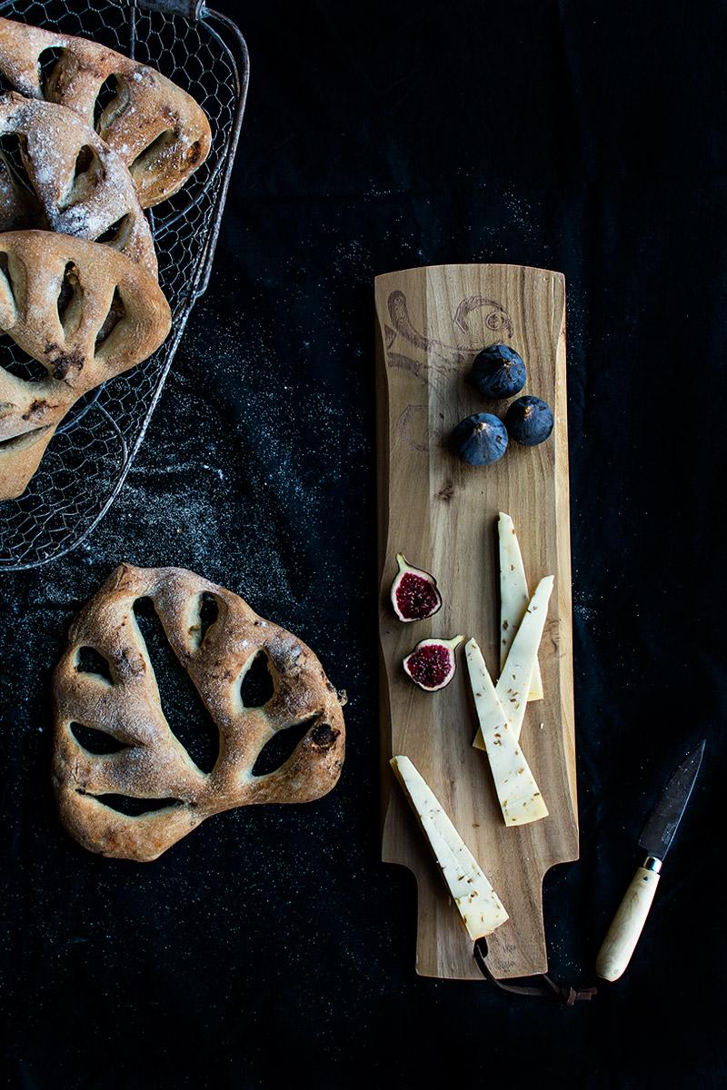 Fougasse con dátiles y pistachos
