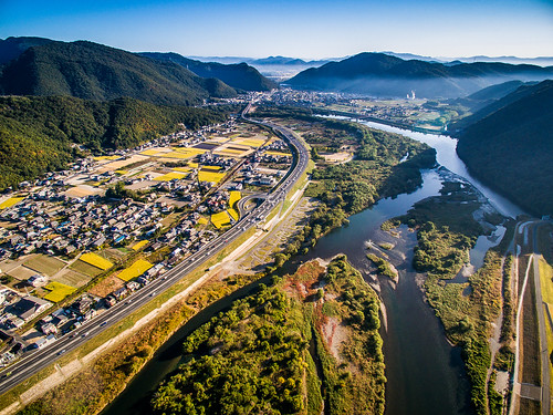 road city morning light sky sun mountain mountains nature japan fog sunrise river landscape island town scenery aerial 日本 自然 道路 山 太陽 風景 okayama kimura 光 街 drone 景色 町 川 岡山 朝 takuma 道 琢磨 霧 phantom3 島 上空 木村 朝焼け dji 空撮 山脈 photones ドローン