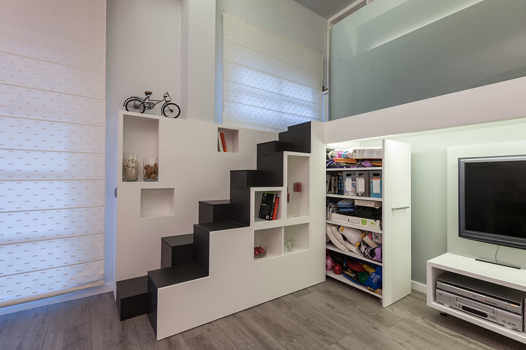Reforma loft barcelona beqbe for Cerrar escalera interior