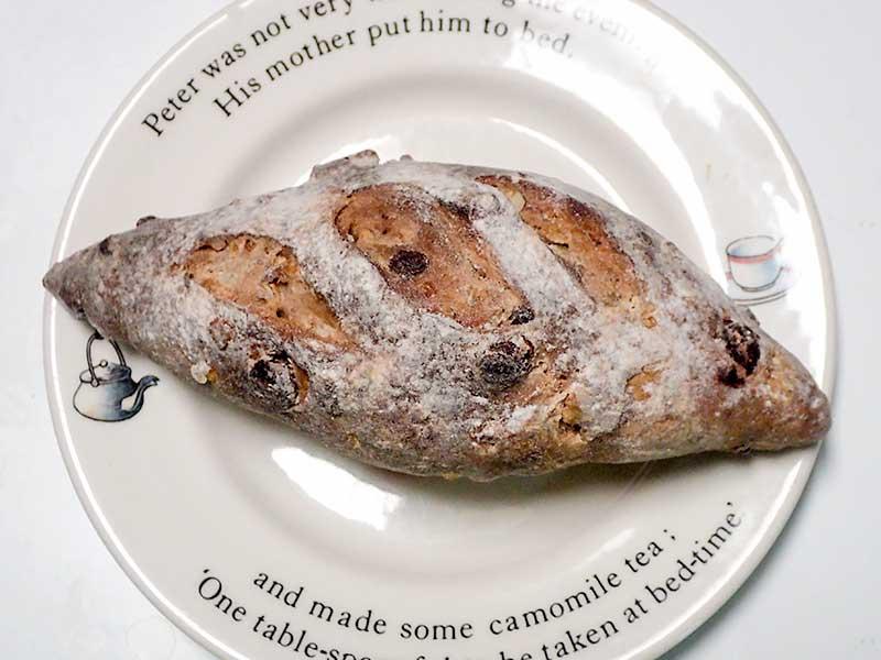 オレンジピールとチョコとくるみの天然酵母パン