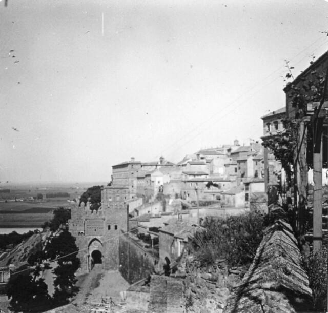 Puerta del Sol hacia 1910. Fotografía de Arturo Cerdá y Rico © Centro de Estudios Giennenses, Diputación de Jaén